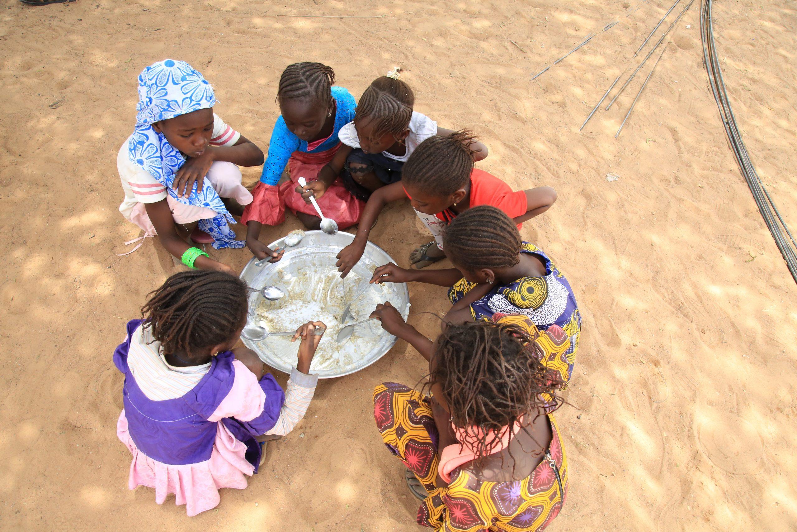 Des cantines scolaires à base de produits locaux et durables – Plus de 35.224 bénéficiaires.